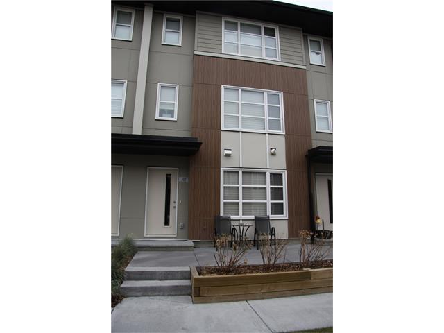 307 EVANSRIDGE PA NW, 3 bed, 2.1 bath, at $389,900
