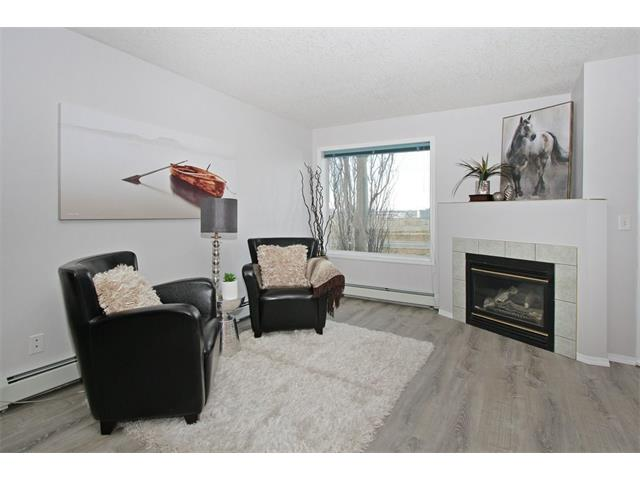 1206 VALLEYVIEW PA SE, 2 bed, 2 bath, at $239,900