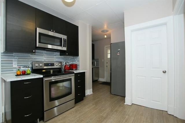 247 22 AV NW, 2 bed, 1 bath, at $399,500
