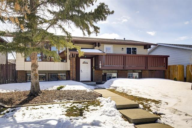 108 TEMPLEWOOD RD NE, 4 bed, 2.1 bath, at $372,000