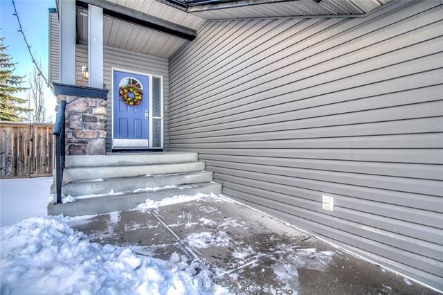 46 COUGARSTONE CI SW, 3 bed, 3.1 bath, at $624,900