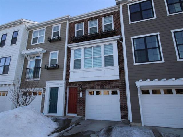 573 Sherwood BV NW, 2 bed, 2.1 bath, at $364,900