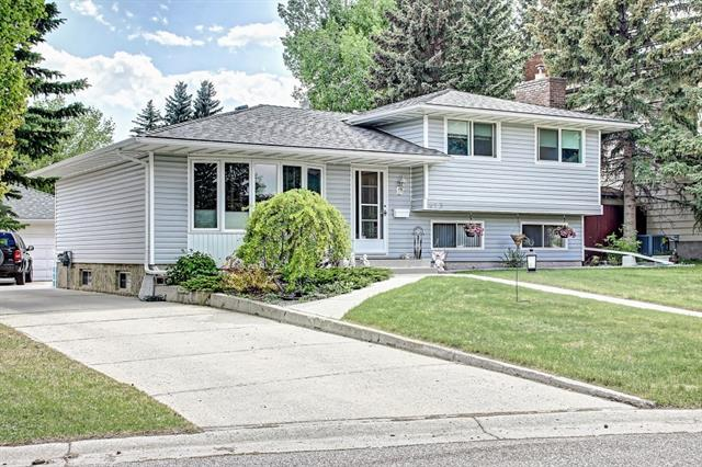 423 BROOKMERE CR SW, 3 bed, 2.1 bath, at $399,999