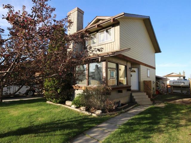 49 Macewan Glen CL NW, 3 bed, 1.1 bath, at $410,499